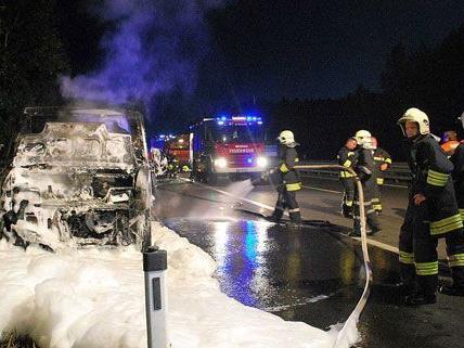 Am Dienstag verunglückte ein Abschleppwagen auf der A21 bei Sparbach.