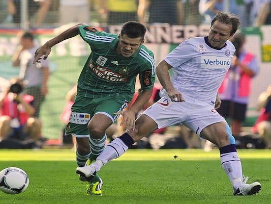 Christopher Trimmel (l./SK Rapid Wien) und Tomas Jun (r./FK Austria Wien) beim Derby-Match in Wien