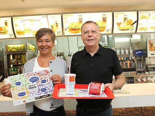 Ursula Struppe, Projektleiterin der Wiener Charta und Winfried Schmitz, Franchise-Partner von McDonald's