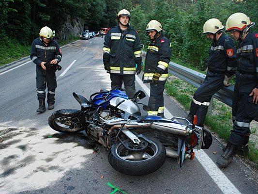 Bei dem Motorrad-Unfall in Neunkirchen wurden zwei Personen verletzt