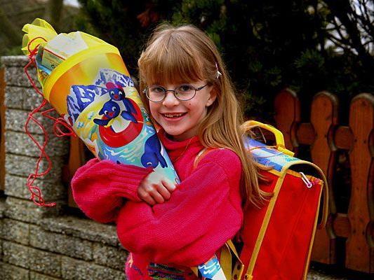 Der Schulbeginn ist für Kinder spannend - und für Eltern zumeist nicht ganz billig