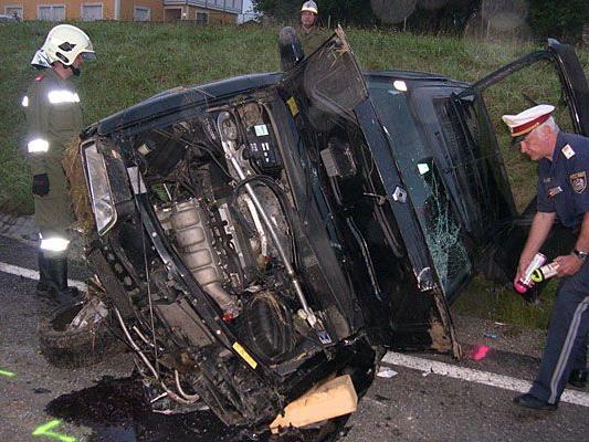 Der Lenker des Pkws starb bei dem schweren Unfall im Bezirk Amstetten