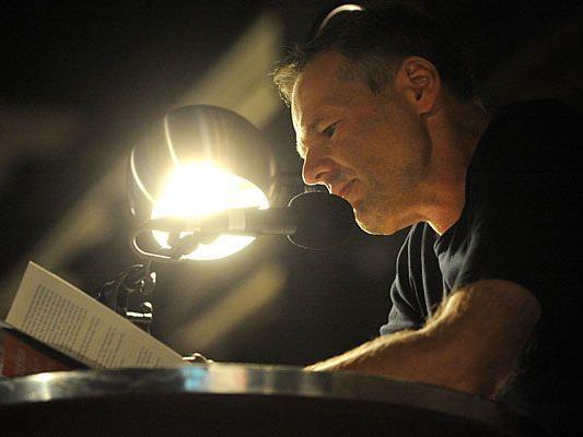 Kult-Autor Wolf Haas begeisterte beim O-Töne-Finale im MQ das zahlreich erschienene Publikum