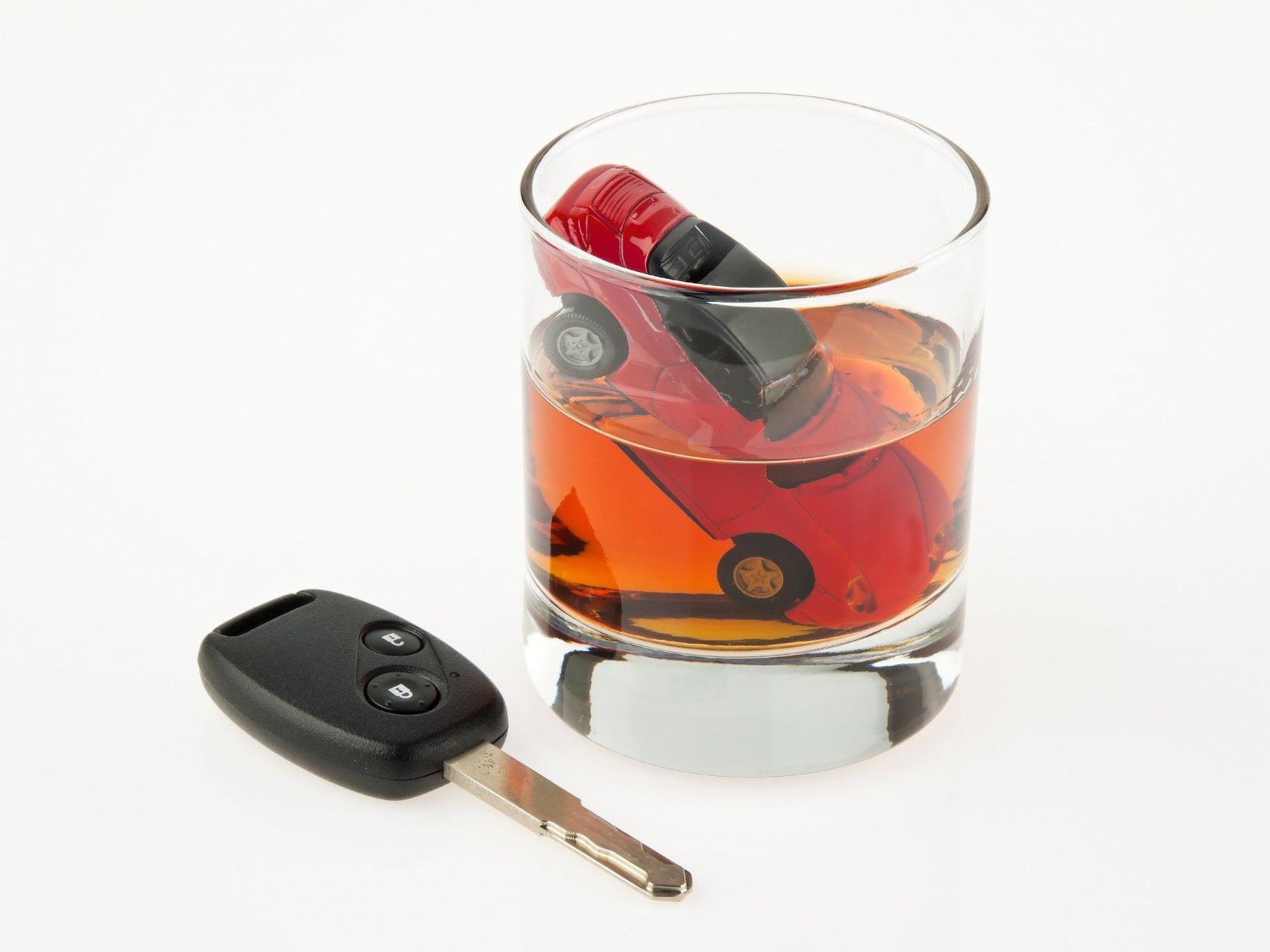 Betrunken in Hochzeitsgesellschaft gerast - dem Pkw-Lenker drohen zehn Jahre Gefängnis.