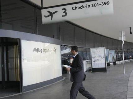 Der insolvente Shopbetreiber, Rakesh Sardana, fasste am Flughafen Wien-Schwechat ein teilweises Hausverbot aus.