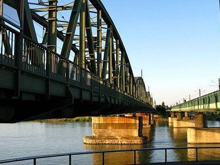 Unter der Nordbrücke in Floridsdorf musste die Polizei bei einer Party einschreiten