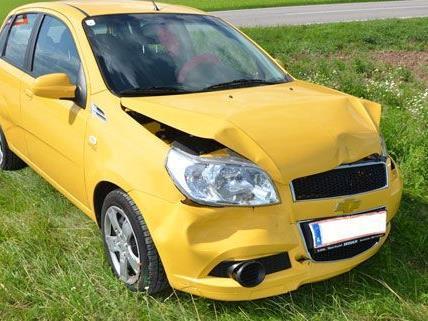 Zwei Personen wurden bei den Auffahrunfällen im Bezirk Neunkirchen verletzt.