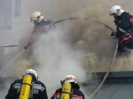 Am Mittwochnachmittag kam es nach Flämmarbeiten zu einem Dachbrand in der Rudolfstiftung.