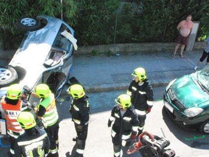 Bei einem Unfall in Guntramsdorf am Donnerstag wurde eine 71-Jährige eingeklemmt.