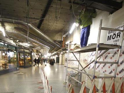 Auch wenn die Renovierungsarbeiten noch laufen, kann die Kalrsplatz-Passage wieder durchquert werden.