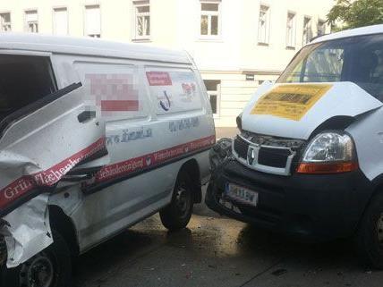 Eine Person wurde bei dem Verkehrsunfall in Ottakring leicht verletzt.