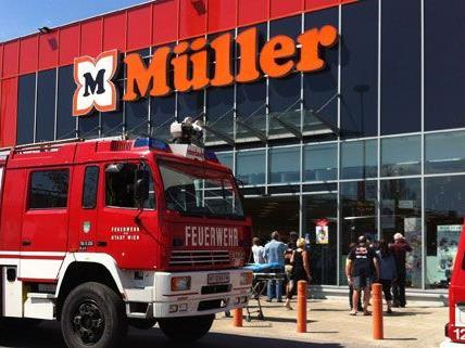 Glücklicherweise gab es keine Verletzten bei dem Unfall im Drogeriemarkt Müller.