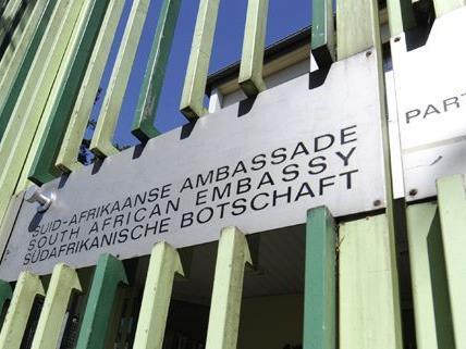 Am Montag versammelten sich Demonstraten vor der Südafrikanischen Botschaft in Wien.