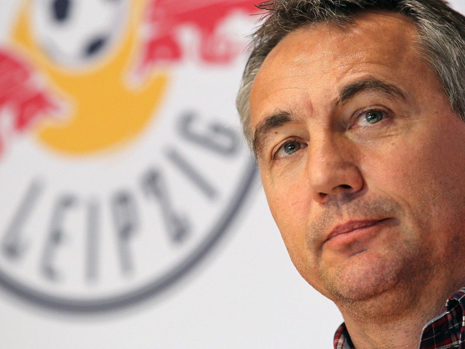 KurznNach seinem Rauswurf bei Red Bull Leipzig soll Peter Pacult seinem Nachbarn geschlagen haben.