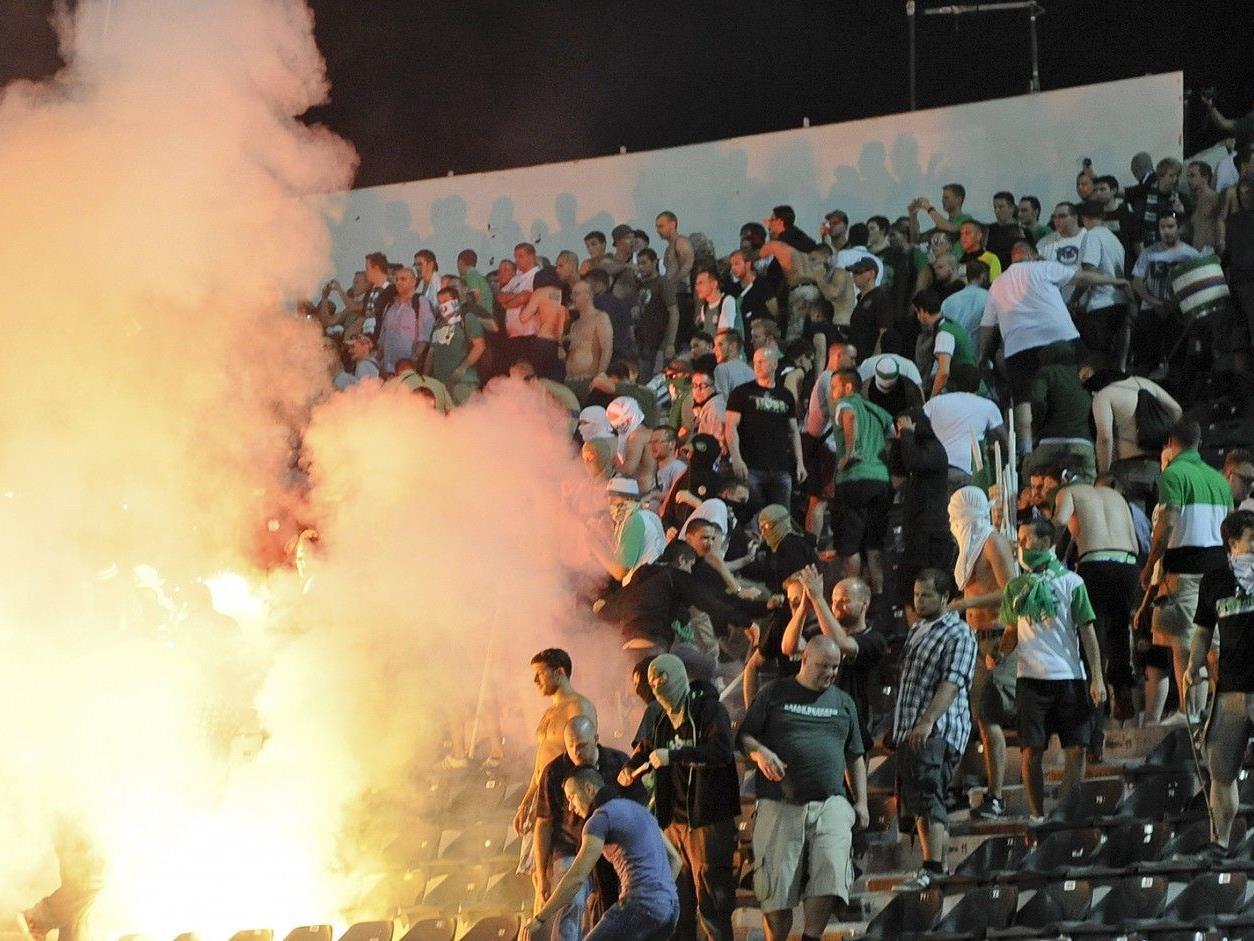 Vor Spielbeginn kam es zwischen den Fans von PAOK Saloniki und Rapid Wien zu Ausschreitungen.