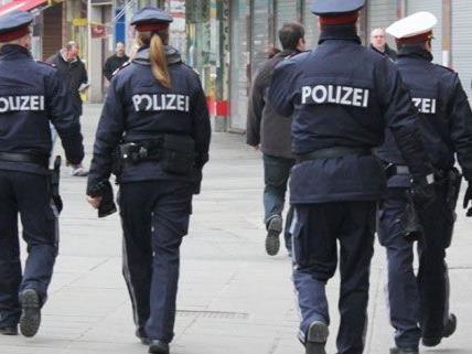 Am Montag wurden drei Exekutivbeamte im Dienst verletzt.