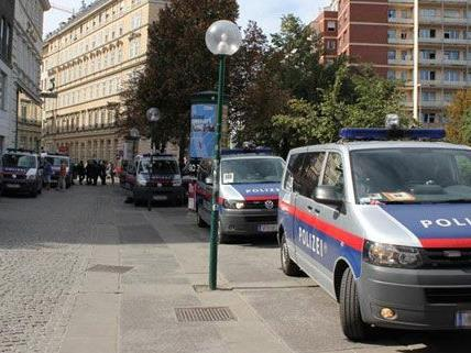 Am Schwedenplatz kam es zu Zwischenfällen vor dem Spiel Rapid gegen PAOK.