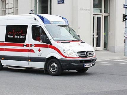 Zwei Perosnen wurden bei einem Unfall in Wien-Favoriten schwer verletzt.