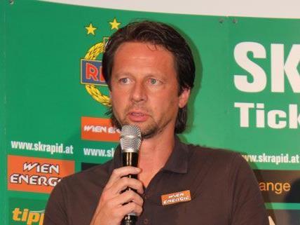Rapid-Trainer Peter Schöttel gibt sich vor dem Spiel gegen PAOK Saloniki optimistisch.