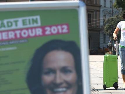 Angeblich war Eva Glawischnig während ihrer Sommertour mit 160 km/h auf der Südautobahn unterwegs.