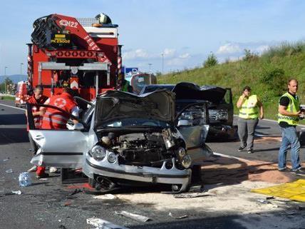 Ein 16-jährigen Mädchen starb an den Folgen des Verkehrsunfalls auf der A2.