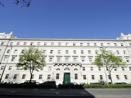 Prozess am Landesgericht Wien: Mann ignorierte angeblich Rotlicht und verursachte einen schweren Unfall