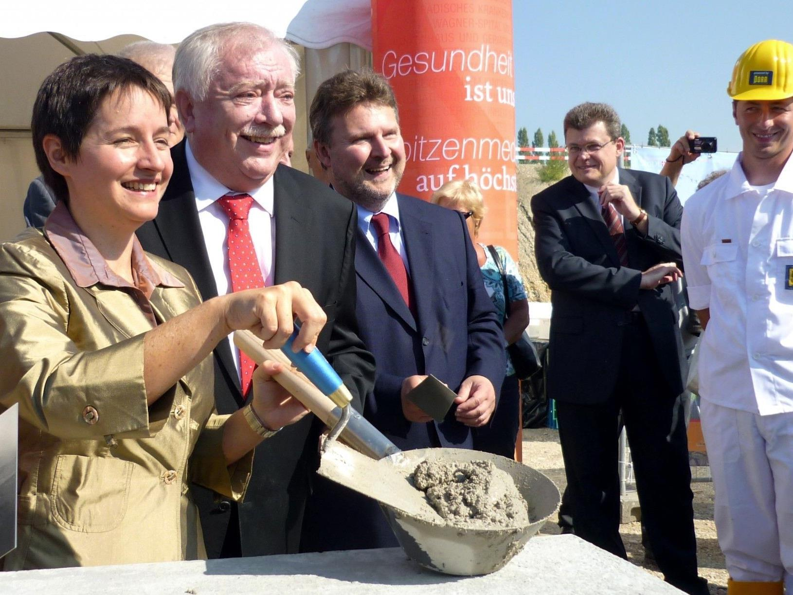 Michael Häupl legte am Dienstag den Grundstein für den Rohbau des neuen Krankenhauses Wien-Nord.