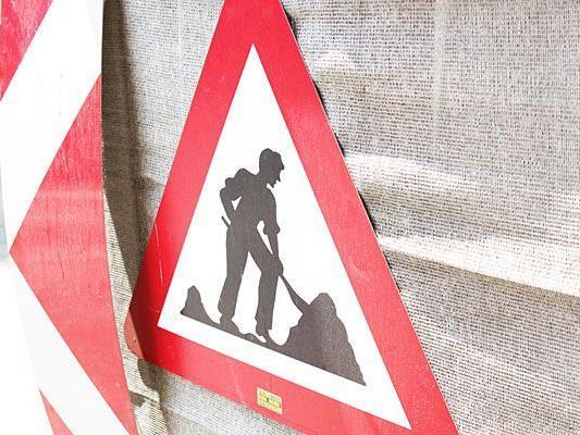 Im Bezirk Baden erlitt ein Arbeiter einen lebensgefährlichen Unfall