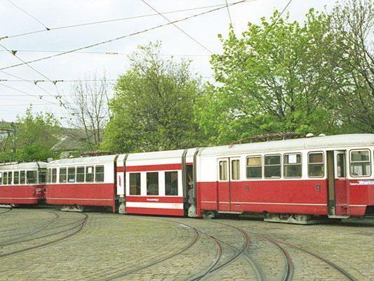 Beim Tramwaytag sind Oldtimer zu sehen: Hier ein ULF Versuchsträger von 1993