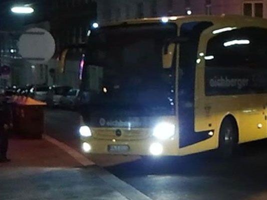Die Polizei half einem Reisebus in Wien 15 aus der Not