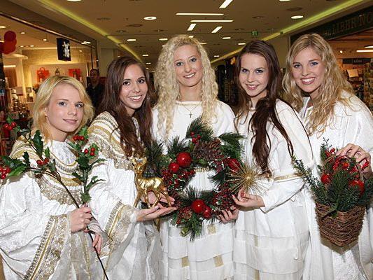 Die Wiener Christkindl Finalistinnen 2011 beim Fotoshooting: Melanie, Vanessa, Verena, Alexandra und Charlotte.
