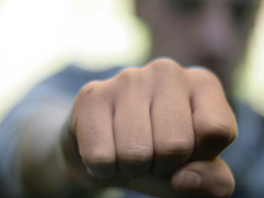 Das Opfer des Straßenraubs in der Innenstadt wurde mit Faustschlägen traktiert