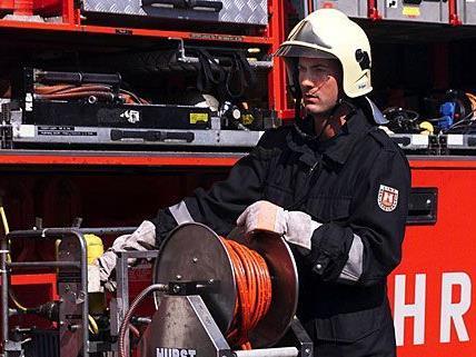 Die Feuerwehr musste in Floridsdorf einen Mann aus einer Brandwohnung retten