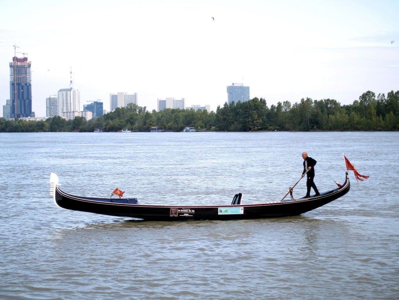 Der Gondoliere Vittorio Orio hatte auf seiner Reise Probleme auf der Donau.