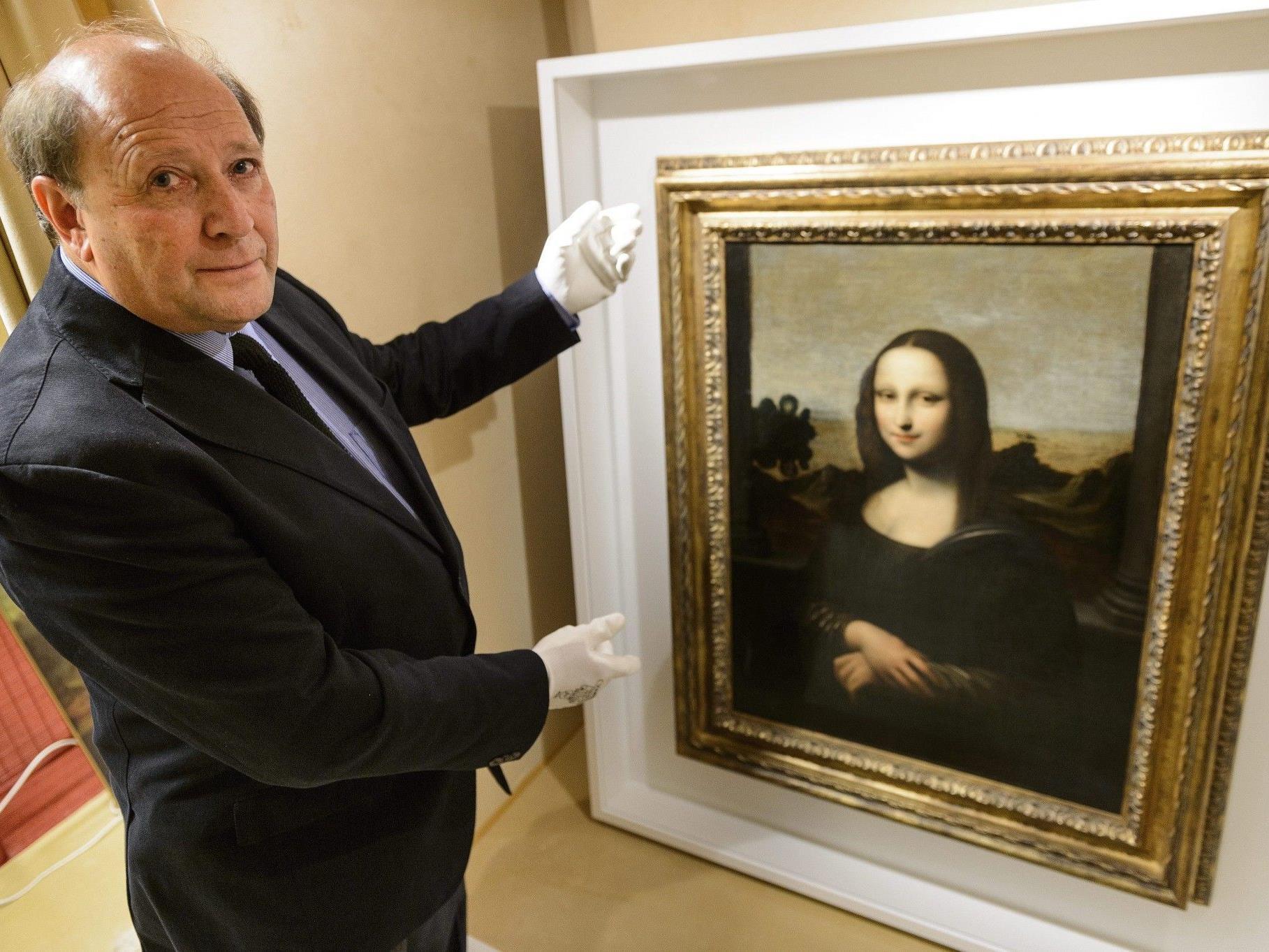"""Kunsthistoriker Stanley Feldman vor der in Genf präsentierten """"Mona Lisa""""."""