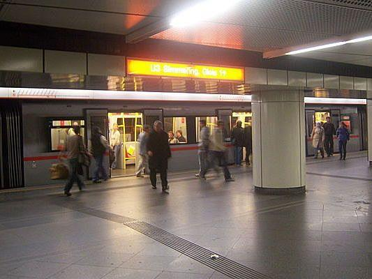 In der U-Bahn-Station Stephansplatz trieb eine Randaliererin ihr Unwese
