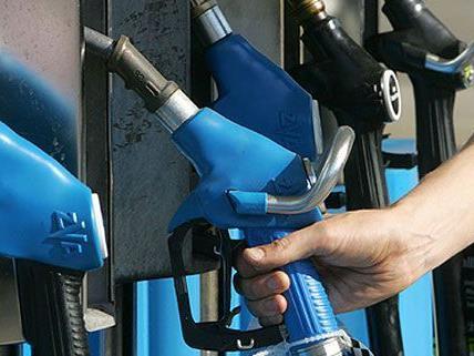 Treibstoffpreise: Beim Tanken muss man immer tiefer in die Tasche greifen