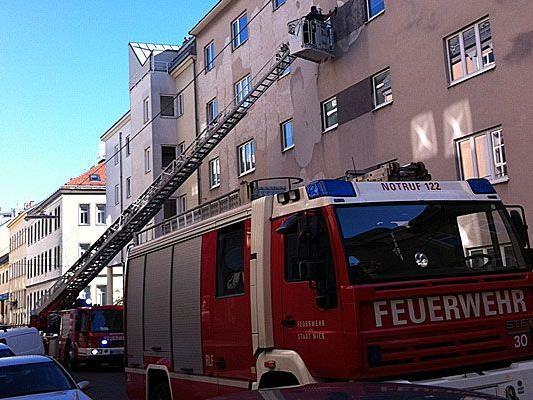 Weil der Verputz von einer Hausfassade bröckelte, wurde die Rodlergasse gesperrt