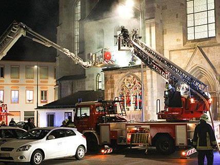 Löscheinsatz beim Brand des Doms von Wiener Neustadt
