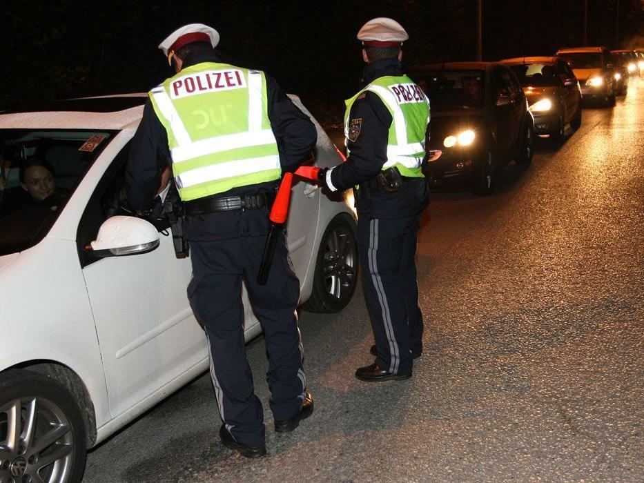 Zahlreiche Betrunkene hielten in der Nacht auf Samstag die Polizei auf Trab.