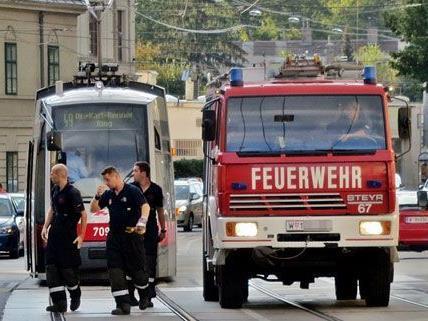Zusammenstoß zwischen Auto und 49er in Wien-Penzing.