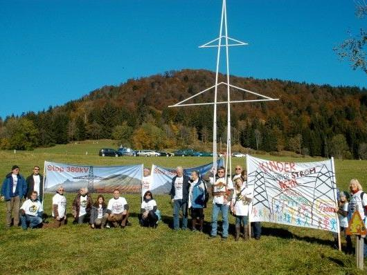 Die geplante 380-kV-Leitung hatte in der Vergangenheit besonders im Salzburger Flachgau und in der Stadt Salzburg zur Protesten betroffener Anrainer geführt.