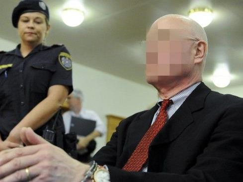 Der Geigenhändler Dietmar M. steht wegen Betrug vor Gericht.