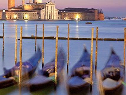 In einer Gondel will der Venezianer von Wien nach Budapest reisen