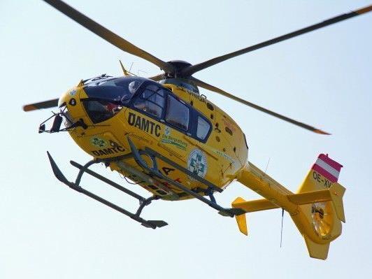 24-Jähriger erlitt durch eine Blechtafel eine tiefe Schnittwunde und verlor viel Blut.