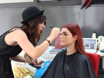 Miss Austria Amina Dagi hat diese Woche am Shooting der ersten Prêt-à-Porter-Kollektion von La Hong teilgenommen.