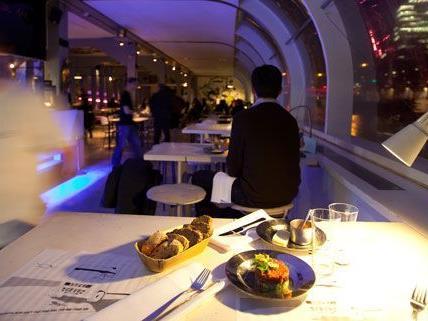 Auch das Holy-Moly! am Badeschiff bietet während der Restaurantwoche günstige Menüs an.