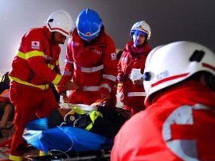 Eine 19-Jährige wurde am frühen Mittwochmorgen bei einem Unfall auf der A22 schwer verletzt.