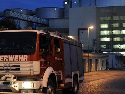 Am Montagabend brach in der Zuckerfabrik in Tulln ein Großbrand aus.