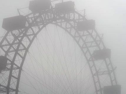 Vorest hängt der Nebel über Wien